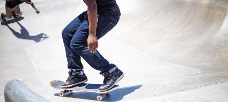 Gratis skateboardskola för ungdomar
